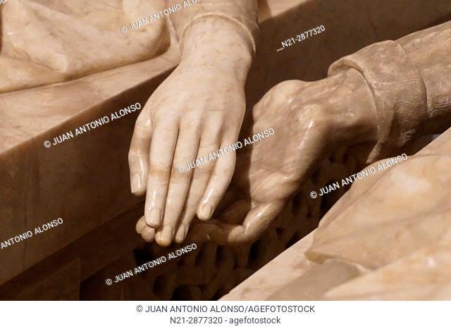 Tomb of Los Amantes de Teruel -Lovers of Teruel- Detail of the lovers' hands. in San Pedro Church. Teruel, Aragón, Spain, Europe