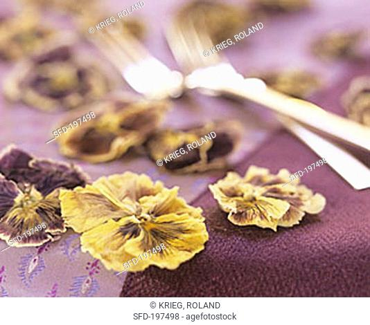Dried pansies as table decoration