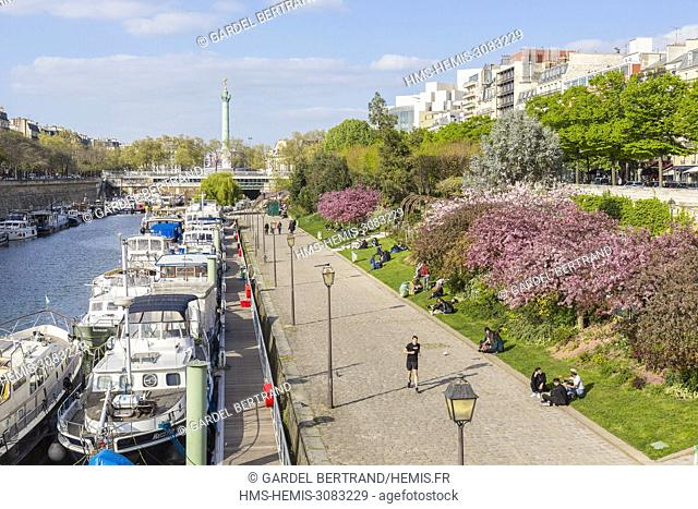 France, Paris, the port of the Arsenal in spring