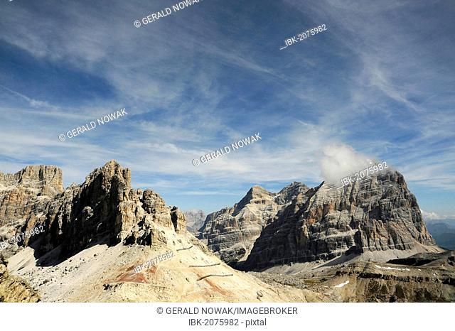 View from Mt Kleiner Lagazuoi across the mountains, Dolomites, South Tyrol, Italy, Europe