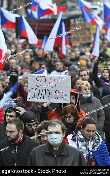 Hundreds of protesters against the government anti-coronavirus measures met in Wenceslas and Palacky squares in Prague centre and after speeches