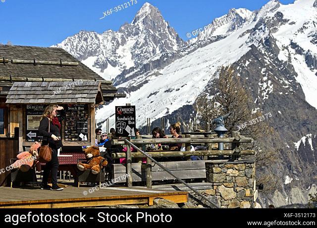 Mountain restaurant La Bergerie at Planpraz vor der Aiguille du Chardonnet, Chamonix, Haute-Savoie, France