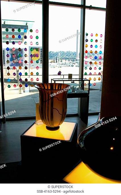 USA, WASHINGTON STATE, TACOMA, MUSEUM OF GLASS, GLASS ART