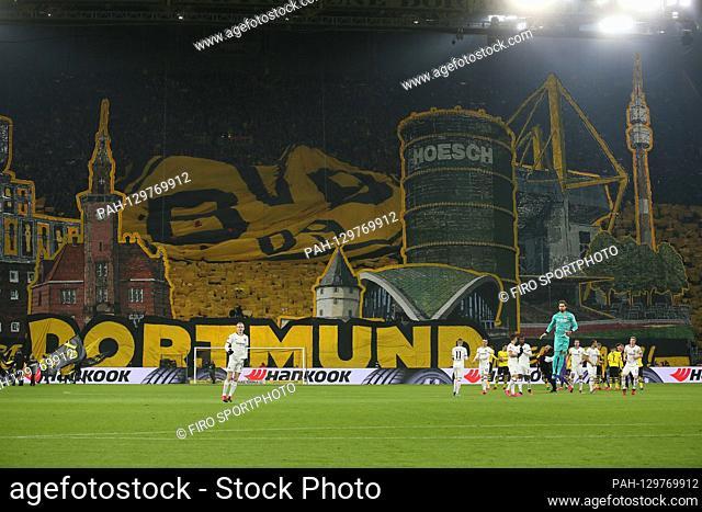 firo: 14.02.2020 Football, 2019/2020 1.Bundesliga: BVB Borussia Dortmund - Eintracht Frankfurt 4: 0 depositors, background, sudtribune, fans, flags