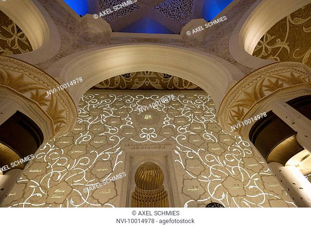 Prayer room with Quibla wall with the 99 names of Allah, Sheikh Zayed Mosque, Abu Dhabi, UAE