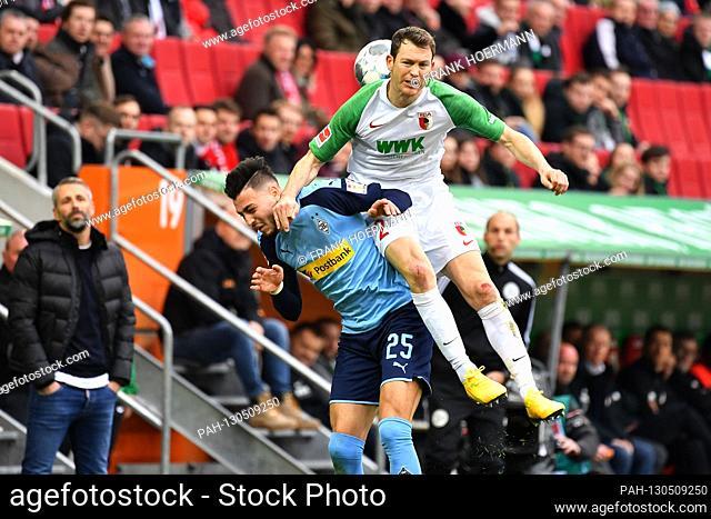 from right: Stephan LICHTSTEINER (FC Augsburg) action, duels versus Ramy BENSEBAINI (Borussia Monchengladbach), hi.li: Marco ROSE (coach Borussia...