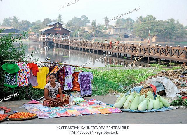 A woman sells goods at a local market in Mandalay, Myanmar, on 03.04.2013. Photo: Sebastian Kahnert | usage worldwide. - Amarapura/Birma