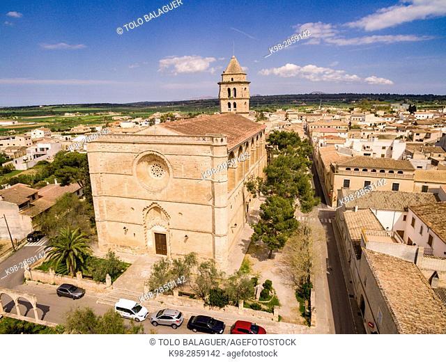 Iglesia de Sant Pere, edificado durante los períodos del renacimiento y del barroco, entre los siglos XVI y XVIII, Petra, Mallorca, balearic islands, spain