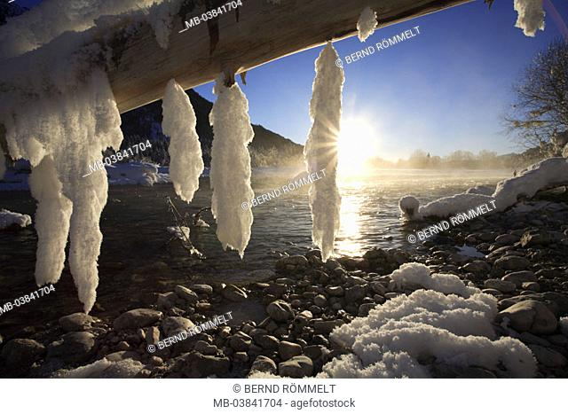 Germany, Bavaria, upper Isar valley,  Isar, log, icicles, winters,  Back light,  Upper Bavaria, Werdenfelser country, Isar corners, river