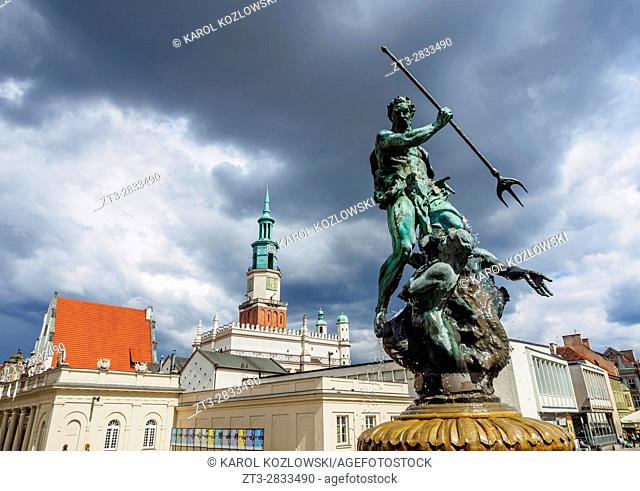 Poland, Greater Poland, Poznan, Old Town, Market Square, Fountain of Neptune and Town Hall