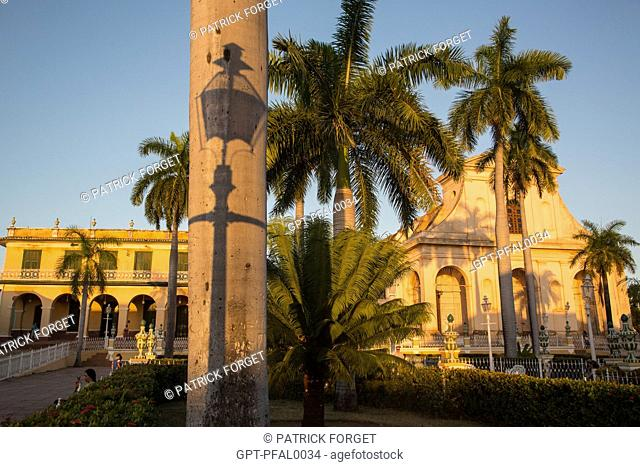 SQUARE WITH PALM TREES, PLAZA MAYOR AND THE SANTA ANA CHURCH AT SUNSET, TRINIDAD, LISTED AS A WORLD HERITAGE SITE BY UNESCO, CUBA, THE CARIBBEAN