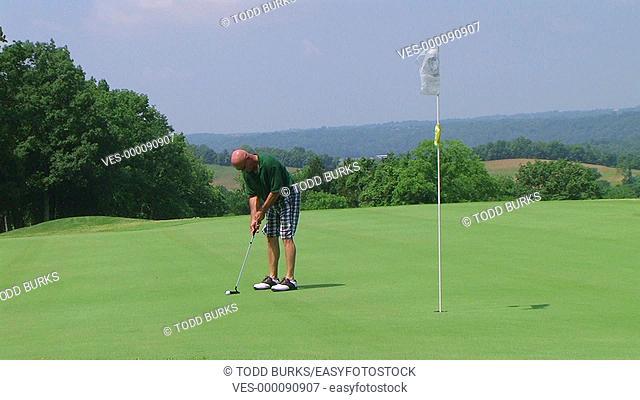 Golfer sinks long putt