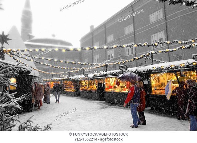 Saltzburg - Austria, Snowy Christmas market