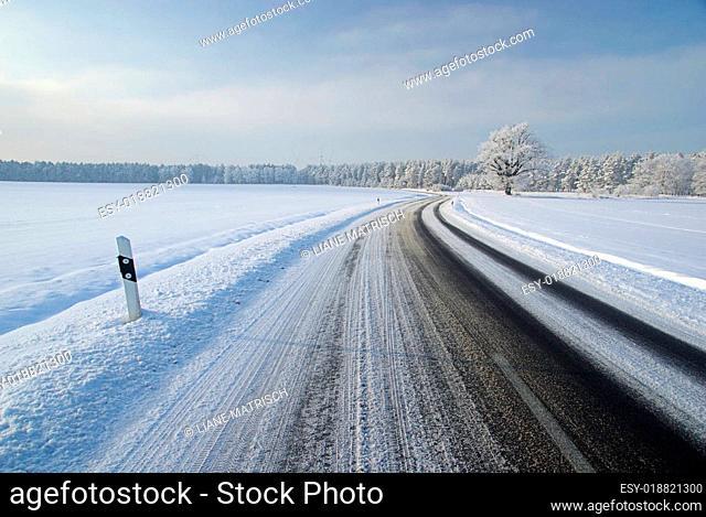 Straße im Winter - road in winter 02
