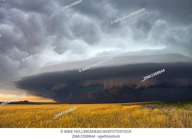 Severe storm races southeast in southwest Nebraska June 10, 2006 producing high winds and small hail