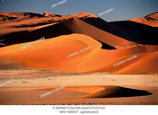 Sossus Vlei, Namib Desert, Namib-Naukluft Park, sand dunes, sunset light, Namibia