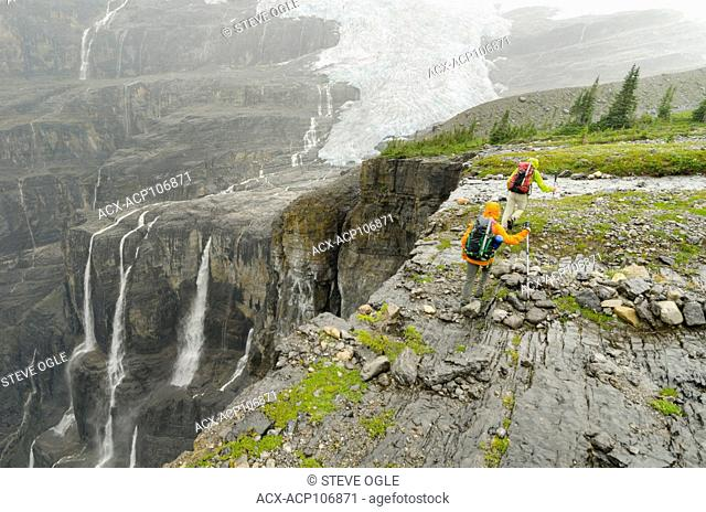 Hiking in front of the incredible Icefall Brook canyon and the Lyell Glacier, Icefall traverse, BC Rockies