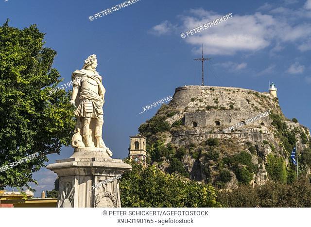 Denkmal des Graf Johann Matthias von der Schulenburg vor der Alten Festung in Korfu Stadt, Kerkyra, Griechenland, Europa | The Statue of Mathias Johann von der...