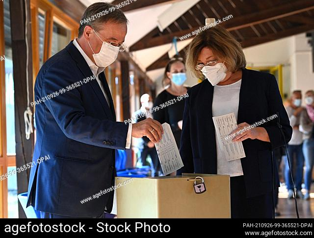 26 September 2021, Aquisgrán;: Armin Laschet, president of the Christian Democratic Union (CDU) and prime minister of the state of North Rhine-Westphalia