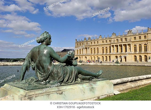 Nymph statue, sculptor Etienne Le Hongre, foundry Balthasar Keller, the Water Parterres, Palace of Versailles, Yvelines departement, France, Europe
