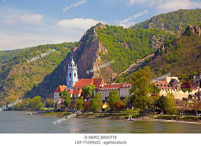 View at D³rnstein with Collegiate Church , Wachau , River Danube , Nieder÷sterreich , Lower Austria , Austria , Europe