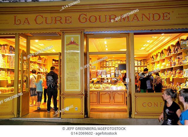 France, Europe, French, Paris, 18th arrondissement, Montmatre, Rue de Steinkerque, shopping, La Cure Gourmande, cookies, desserts, candies,