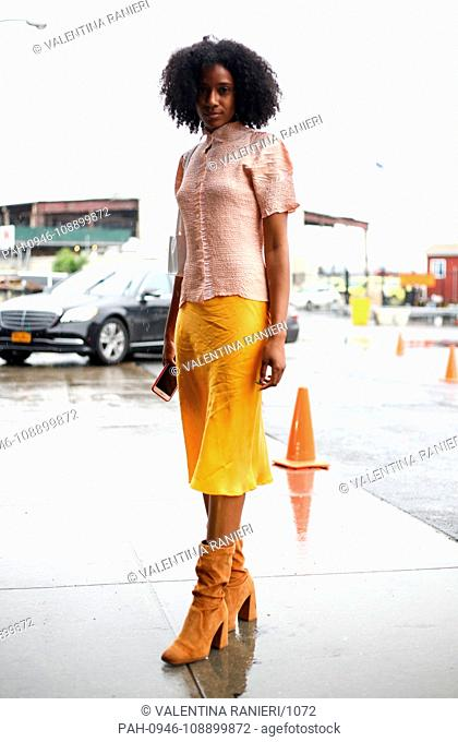 A chic showgoer posing on the street outside the Boss show during New York Fashion Week - Sept 9, 2018 - Photo: Runway Manhattan ***For Editorial Use Only?*** |...