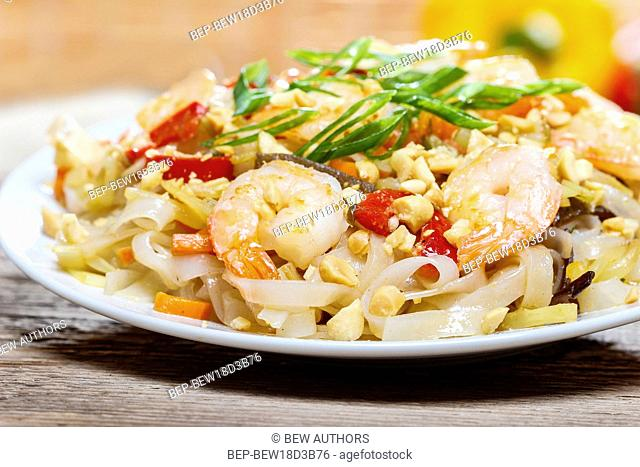 Pasta with shrimps and mushrooms