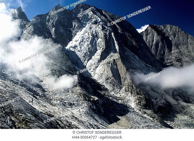 Steinschlag am Pizzo Cengalo 3369m Bergsturzgebiet an Pizzo Cengalo im Val Bondascarechts: Pizzo Badile© Foto: Christof Sonderegger