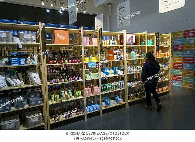 Visitors sample items and browse shelves at the Brandless Pop-Up With a Purpose in the Meatpacking District in New York on Wednesday, October 24, 2018