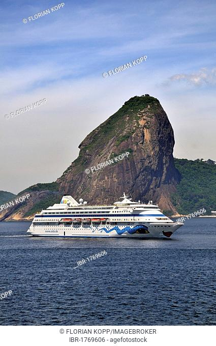 Cruise ship of the German company AIDA Cruises Sugarloaf Mountain in Bahia de Guanabara Bay, entering the harbour of Rio de Janeiro, Brazil, South America