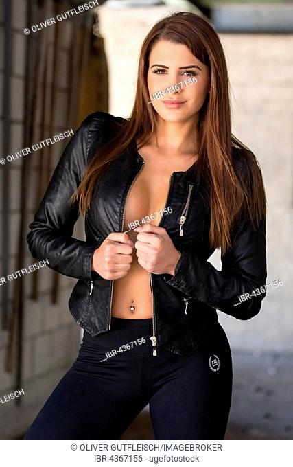 Portrait of a young woman in sporty outfit, fashion, lifestyle