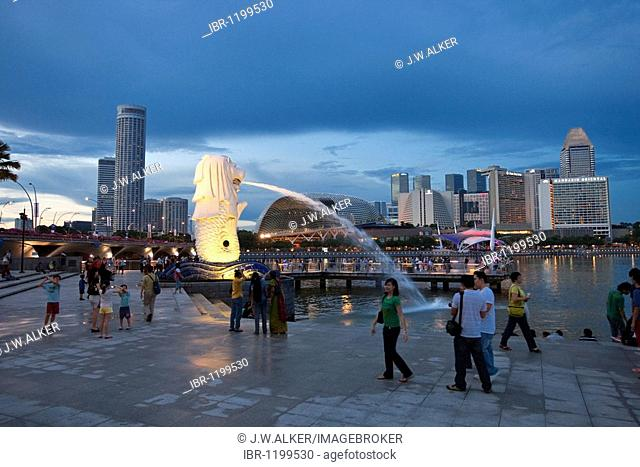 The Merlion, landmark of the metropolis of Singapore, designed by artist Fraser Brunner in 1964, Singapore River, Singapore, Southeast Asia