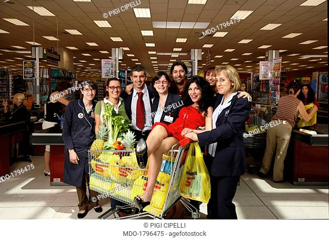 Giusy Ferreri's celebration at Esselunga supermarket