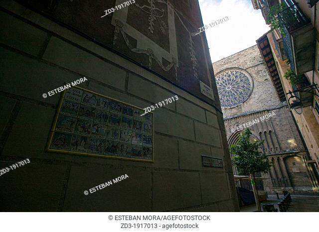 Auca del Senyor Esteve, classic tale of Catalan Culture in images on Petrixol Street, with the Pi Church in background