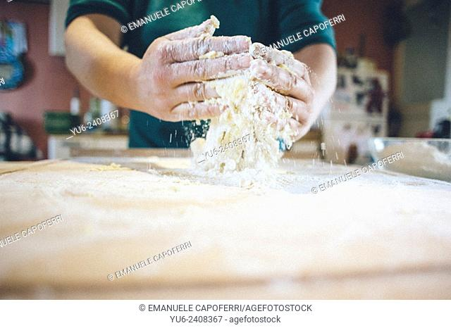 Preparation of the dough to prepare homemade pasta