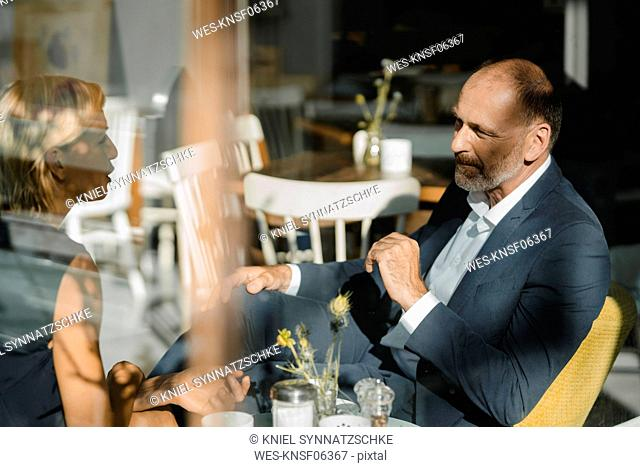 Businessman and woman having a meeting in a coffee shop