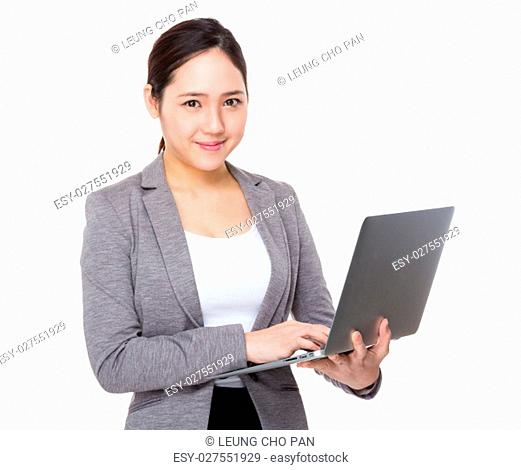 Buisnesswoman use of laptop computer