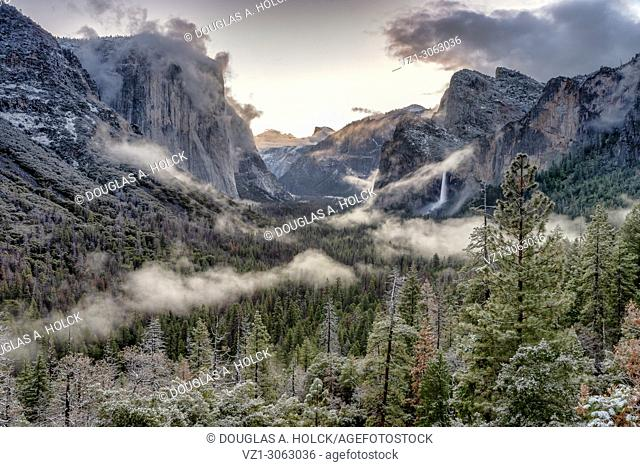 Yosmite Valley following spring snow Tunnel View, Yosemite NP, USA