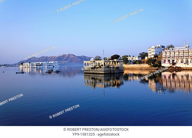 The Lake Palace Hotel and the City Palace, Lake Pichola, Udaipur, Rajasthan, India