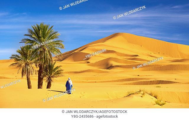 Berber man, Erg Chebbi desert near Merzouga, Sahara, Morocco