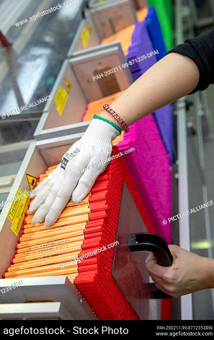 """05 December 2019, Bavaria, Weißenburg: Pencils """"""""Fineliner"""""""" of the brand Schwan Stabilo (Schwanhäußer GmbH & Co. KG), are in the production of the company in..."""