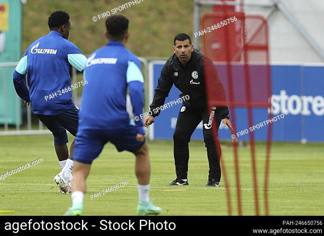firo: 30.06.2021, football, 2. Bundesliga, season 2021/2022, training camp FC Schalke 04, day 2, training, coach Diwithrios Grammozis, FC Schalke 04, S04