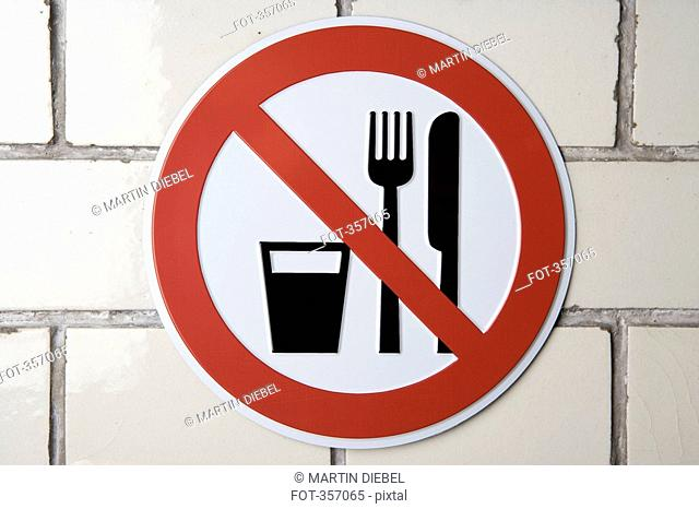 'No food and drink' sign