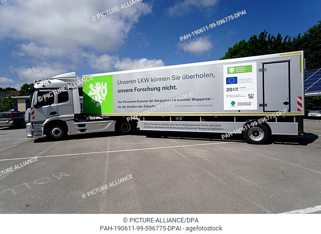 """11 June 2019, North Rhine-Westphalia, Wuppertal: The Pavement Scanner truck is parked in a parking lot. The """"""""Pavement Scanner"""""""" of the Bergische Universität..."""