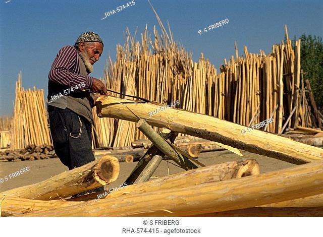 Cutting timber ready for sale, Kurdistan, Anatolia, Turkey, Asia Minor, Eurasia