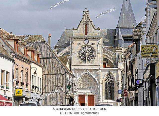 church St-Jacques and St-Christophe at the center of the village, Houdan, Yvelines department, Ile-de-France region, France, Europe