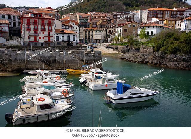 Village view  Mundaka  Biscay, Basque Country, Spain