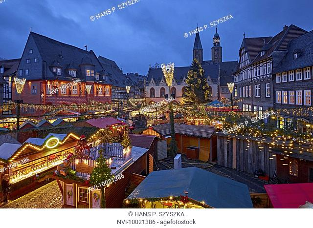 Christmas market with Kaiserworth and town hall in Goslar, Lower Saxony, Germany