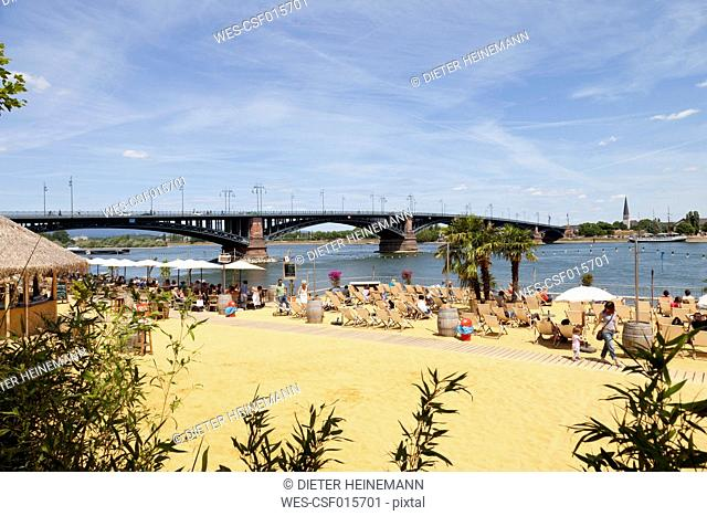 Europe, Germany, Rhineland-Palatinate, Mainz, People on beach